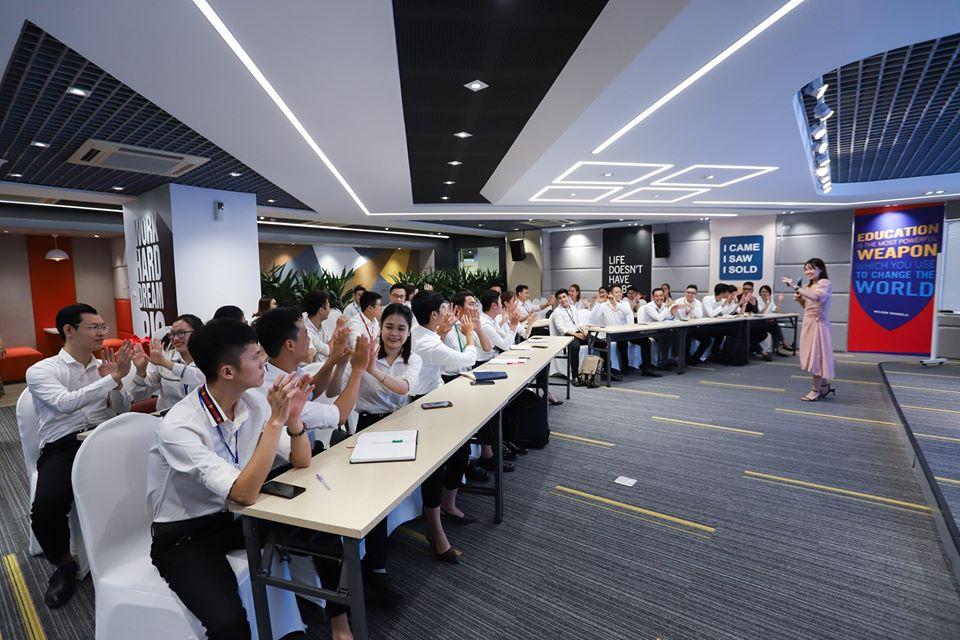 hân viên kinh doanh tại CenLand liên tục được đào tạo nâng cao chất lượng
